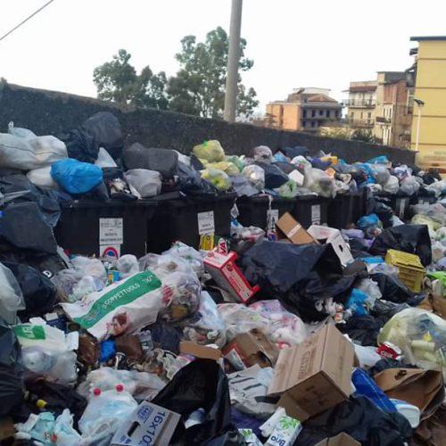 Il caos rifiuti della provincia di Cosenza: Serve immediatamente una task force, il sistema è imploso.