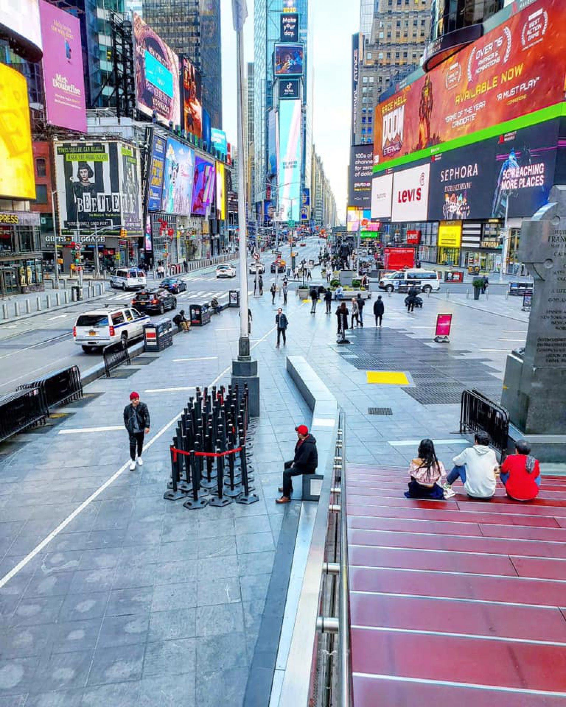 Coronavirus,Times Square vuota:New York chiude, a casa tutti i lavoratori.